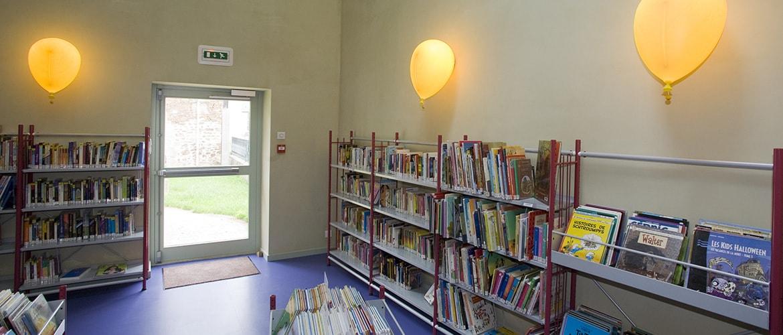 Bibliothèque à Bujaleuf (87)_9